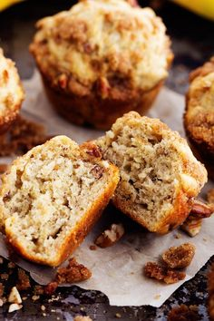 Banana Bread Streusel Muffins – The Recipe Critic Ripe Banana Recipe, Banana Bread Recipes, Muffin Recipes, Banana Bread Muffins, Healthy Banana Bread, Healthy Muffins, Strudel Topping, Yummy Treats, Sweet Treats