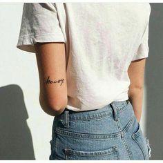 Words Tattoos: The most beautiful tattoos from just one word tatoo feminina - tattoo feminina delica Wörter Tattoos, Elbow Tattoos, Mini Tattoos, Trendy Tattoos, Tatoos, Above Elbow Tattoo, Tattoo Ink, Script Tattoos, Text Tattoo Arm