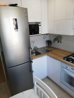 Фотографии ДИЗАЙН ХРУЩЕВКИ – 28 768 фотографий Grey Kitchens, Home Kitchens, Small Apartments, Small Spaces, Half Wall Kitchen, Tv Wall Decor, Kitchen Cabinets, Kitchen Appliances, Compact Living