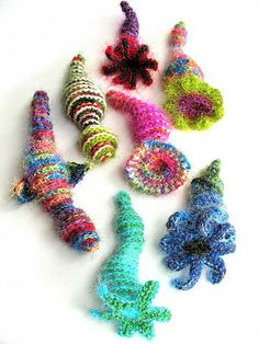 more of my work - this time via Dana Sikkema& board: freeform crochet creatures by Prudence Mapstone Freeform Crochet, Crochet Art, Love Crochet, Learn To Crochet, Crochet Motif, Irish Crochet, Crochet Crafts, Yarn Crafts, Crochet Toys