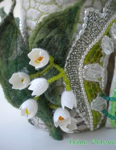 detailing of the lily of the valley house.  I like the coloration on the leaves, as well as the beading.  Awesome!