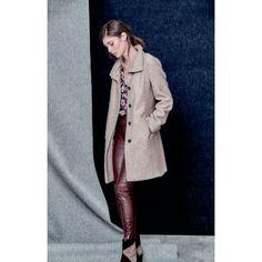 Mantel, Stehkragen, leicht tailliert Vorderansicht