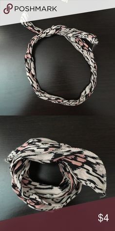 Brandy Melville Wired Head Band BRAND NEW Brandy Melville Head Band Brandy Melville Accessories Hair Accessories