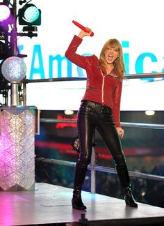 Taylor Swift Skinny Pants - Taylor Swift rocked it out on NYE 2013 in a pair of skin-tight leather pants.