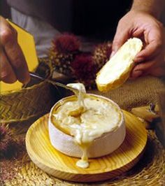 Queso de La Serena - Spanish cheese made from Merino sheep's milk Fromage Cheese, Queso Cheese, Wine Cheese, Gourmet Cheese, Spanish Cheese, Spanish Food, Cheese Recipes, Gourmet Recipes, Charcuterie
