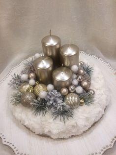 Christmas Advent Wreath, Handmade Christmas Decorations, Christmas Centerpieces, Winter Christmas, Christmas Traditions, Christmas Themes, Christmas Floral Arrangements, Colorful Christmas Tree, Diy Crafts