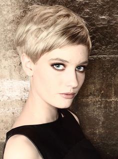 Shape and colour Pixie Hairstyles, Pixie Haircut, Cool Hairstyles, Short Haircut, Pixie Cut Styles, Short Hair Styles, Short Hair Cuts For Women, Short Hairstyles For Women, Pelo Color Caramelo