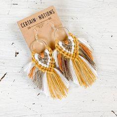 Macrame Statement Earrings // Boho Fringe Earrings, Big Earrings, Handmade Bohemian Fiber Art Textile Jewelry – Geometric Earrings – Willkommen in meiner Welt Diy Macrame Earrings, Macrame Jewelry, Beaded Earrings, Etsy Earrings, Earrings Handmade, Diy Jewelry, Handmade Jewelry, Jewelry Making, Crystal Jewelry