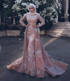 Long sleeve blush dress with hijab. Dress with train Muslim Prom Dress, Muslimah Wedding Dress, Couture Dresses, Bridal Dresses, Bridesmaid Dresses, Prom Dresses, Muslim Fashion, Hijab Fashion, Fashion Dresses
