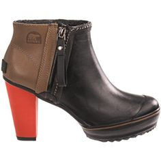 SOO cool! / Sorel Medina Rain Ankle Boots in Black. Find in my size!