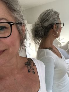 Well, one of the most trendy haircuts this year is the pixie haircut. Hair Dos, Your Hair, Going Gray Gracefully, Aging Gracefully, Grey Hair Inspiration, Long Gray Hair, Curly Gray Hair, Estilo Hippy, Ageless Beauty