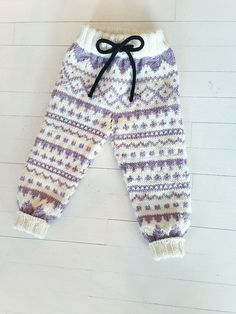 Ravelry: Party pants / Partybukser pattern by Marianne J. Baby Barn, Quick Knits, Creature Comforts, Pretty Baby, Baby Knitting Patterns, Cold Day, Knitting Projects, Babys, Cool Girl