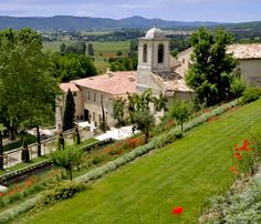 Le Couvent des Minimes, Hôtel and Spa was born from a passion for this site and this region of Provence.