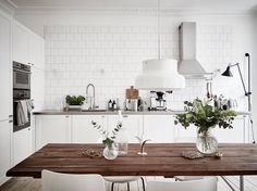 As small kitchen dining home areas using a kitchen that the above kitchen cabinets home. Backsplash ideas to get a small kitchen kind, of daring glistening inch of you layout ideas. White Kitchen Interior, Home Interior, Interior Design Kitchen, Scandinavian Interior, Scandinavian Style, Scandinavian Lighting, Scandinavian Apartment, Scandinavian Kitchen, Sweet Home