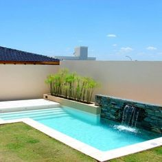 Moderne pools with scualo modern pools Small Backyard Pools, Backyard Pool Landscaping, Backyard Pool Designs, Small Pools, Swimming Pool Designs, Modern Backyard, Luxury Swimming Pools, Dream Pools, Moderne Pools