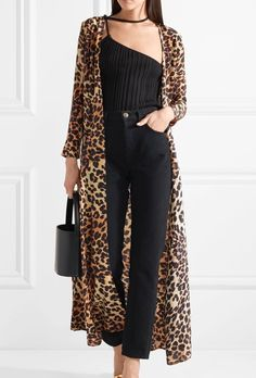 Leopard Print Outfits, Animal Print Outfits, Animal Print Fashion, Kimono Outfit, Kimono Fashion, Hijab Fashion, Fashion Dresses, Casual Work Outfits, Mode Outfits