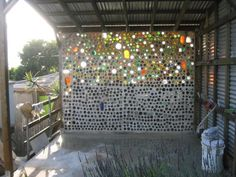 Pretty bottle wall - maybe you could use glass nuggets in cement to get a similar effect. Wine Bottle Fence, Bottle Garden, Wine Bottle Crafts, Bottle Art, Fancy Fence, Bottle House, Bottle Trees, Garden Whimsy, Natural Building