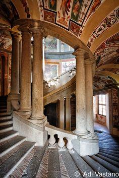 europeanarchitecture:  Le scale di Palazzo Farnese (Caprarola) - architect Jacopo Barozzi da Vignola, Caprarola, Italy (by Adi Vastano)