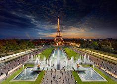 Tag und Nacht in einem einzigen Bild: der Eiffelturm. #paris #barefoottraveldesign #geo
