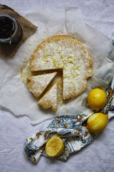 The moistest Lemon and Polenta Cake. It´s like having Italy on your plate!