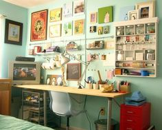 I like the set up of this work space to do my painting.