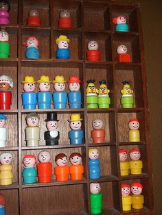 Fisher Price Little People Collection. Used to have most of these little people. Jouets Fisher Price, Fisher Price Toys, Vintage Fisher Price, Childhood Toys, Childhood Memories, Family Memories, Vintage Love, Vintage Stuff, Vintage Dolls