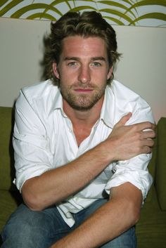 Pin for Later: 40 Sexy Photos of Scott Speedman That Make the World a Better Place Beautiful Men Faces, Gorgeous Men, Hello Gorgeous, Beautiful Things, Hot Actors, Handsome Actors, Hot Army Men, Scott Speedman, Scruffy Men