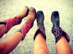 We know you two are the dream team, but why not make a Best Friend Tag video using these 50 questions and showcase your friendship to the world! Country Girl Life, Country Girls, Best Friend Tag Questions, Stilettos, Uggs, Best Friend Photography, Photography Ideas, Best Friend Poses, Over Boots