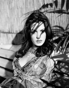 Anne Hathaway Love the use of the shadows. Love her lips