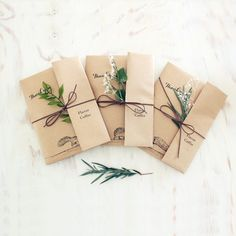 Slow Christmas Cards - with plants - Craft Packaging, Jewelry Packaging, Packaging Ideas, Creative Gift Wrapping, Creative Gifts, Diy Presents, Diy Gifts, Christmas Gift Wrapping, Christmas Cards