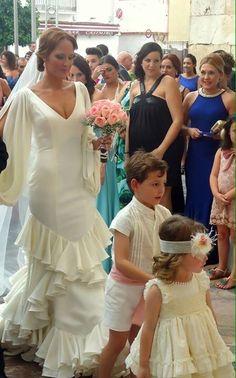 ¡Nuevo vestido publicado!  Vicky Martin Berroc mod. azalea ¡por sólo 1500€! ¡Ahorra un 42%!   http://www.weddalia.com/es/tienda-vender-vestido-novia/vicky-martin-berroc-mod-modelo-azalea/ #VestidosDeNovia vía www.weddalia.com/es