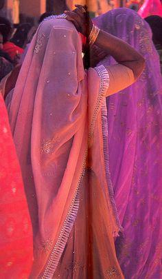 Prachtig gekleurde sari's.