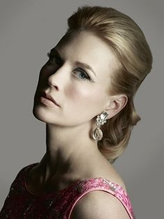 January Jones is best known for her role in Mad Men as Betty Draper, and HER hair in that show, ALWAYS looking good Betty Draper, January Jones, Mad Men Fashion, Fashion Beauty, 1950s Fashion, Mad Men Makeup, Mad Men Mode, Vintage Hairstyles, Wedding Hairstyles