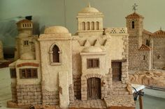 Escenografías para el Belén Christmas Nativity Scene, Nativity Scenes, Christmas Decor, Sand House, Medieval Houses, Church Interior, Mini Chandelier, Barbie House, Miniature Houses