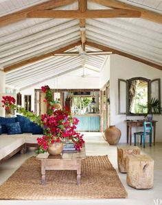 Coastal living room with natural design influence