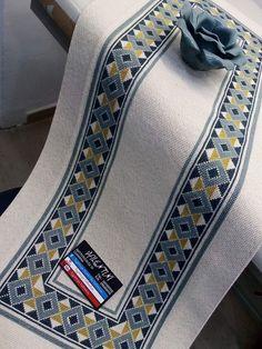 Cross Stitch Cushion, Cross Stitch Art, Cross Stitch Flowers, Cross Stitch Designs, Cross Stitch Embroidery, Embroidery Patterns, Hand Embroidery, Cross Stitch Patterns, Cross Stitch Geometric