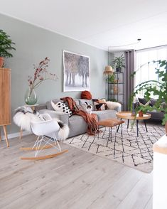 Jade Green by De grijs groene wand is nogsteeds populair.Pale Jade Green by De grijs groene wand is nogsteeds populair. Phenomenal MONTE cake without baking , image 0 Goofy Gifs To Make You Grin Living Room Colors, Small Living Rooms, Home Living Room, Living Room Furniture, Living Room Designs, Living Room Decor, Bedroom Decor, Deco Studio, Living Room Inspiration