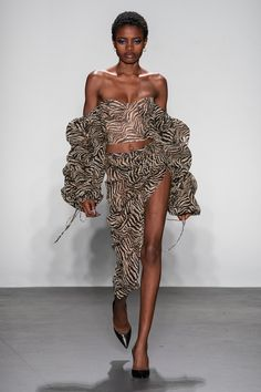 afrikanischer stil The complete LaQuan Smith Spring 2020 Ready-to-Wear fashion show now on Vogue Runway. Fashion Weeks, Fashion 2020, Runway Fashion, High Fashion, Fashion Outfits, Fashion Fashion, Latest Fashion, Style Haute Couture, Couture Fashion
