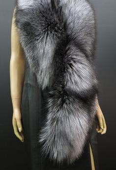 Kožešinové štoly a boa - exkluzivní a honosné Fur Coat, Grey, Jackets, Fashion, Gray, Down Jackets, Moda, Fashion Styles, Fashion Illustrations