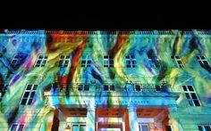 Berlino si illumina per il Festival delle luci The Palais am Festungsgraben a Berlino illuminato in occasione del Festival delle Luci- Germania, i muri si trasformano in opere d'arte