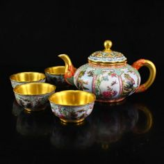 Chinese Gold Plated Famille Rose Porcelain Teapot & Cup 一套中國清代 鎏金粉彩瓷器茶壺和杯子