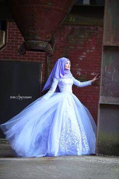 the ball gown for hijabi prom. Hijabi Wedding, Muslim Wedding Dresses, Muslim Brides, Wedding Gowns, Muslim Girls, Muslim Women, Turkish Wedding Dress, Hijab Style Dress, Hijab Chic