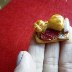 Tabla de pan y embutido en   Miniatura. Porcelana fría