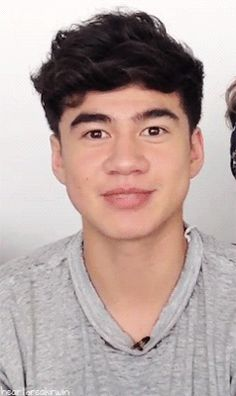 His smile brightens my whole day. Calum Hood = sunshine :)