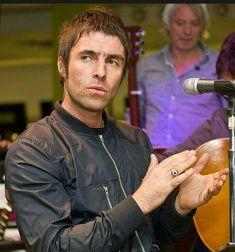Liam Gallagher Oasis, Lima, Men Fashion, Hair Cuts, Alcohol, Mood, Music, Style, Cute Mouse