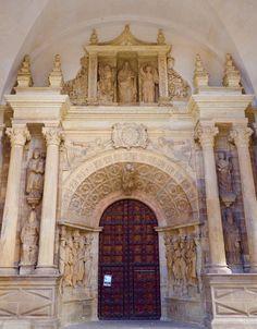 Detalles de la portada de la Catedral
