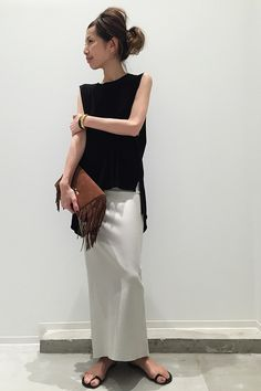 Loose black top + white maxi skirt + brown tassel clutch + black minimalist sandals
