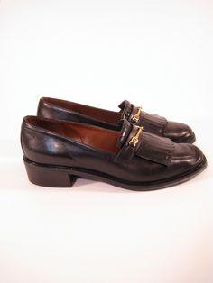 Vintage Etienne Aigner black leather loafers. Size 6. #vintage #shoes #tomboy #fashion