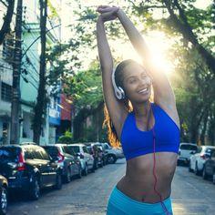 Pas besoin d'être une grande sportive pour brûler des calories. Avec nos bonnes astuces, basées sur de vraies études, vous pourrez vous consommer quelques calories en plus et pourquoi pas reprendre du dessert au déjeuner. Youhou !