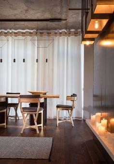 True Apartment  feat WIREFLOW pendant lsmp, designed by Arik Levy for Vibia http://www.vibia.com/es/lamps/show/id/03324/lamparas_colgantes_wireflow_0332_diseno_de_arik_levy.html?utm_source=social&utm_medium=pinterest&utm_campaign=wirefl_true_apt&utm_content=pint_homeutm_term=